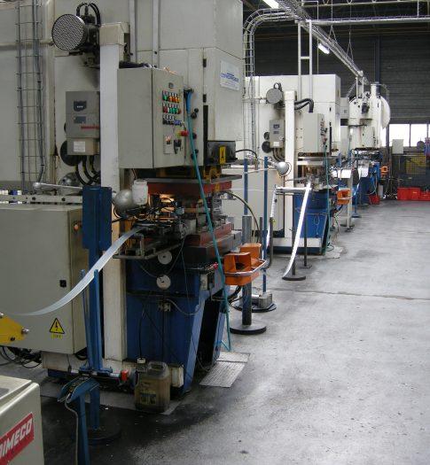 Fabrication automatisée de charnières